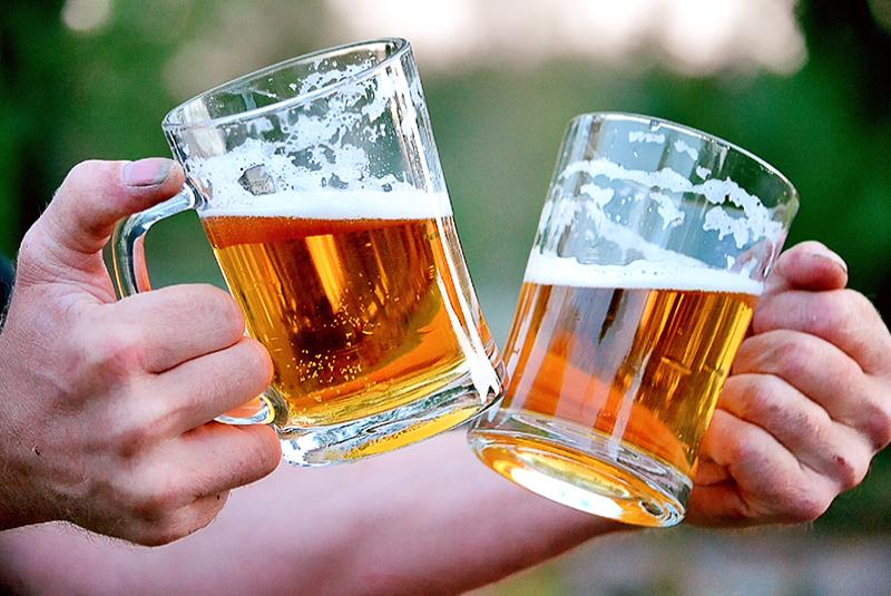 חוגגים עם בירה באוקטוברפסט