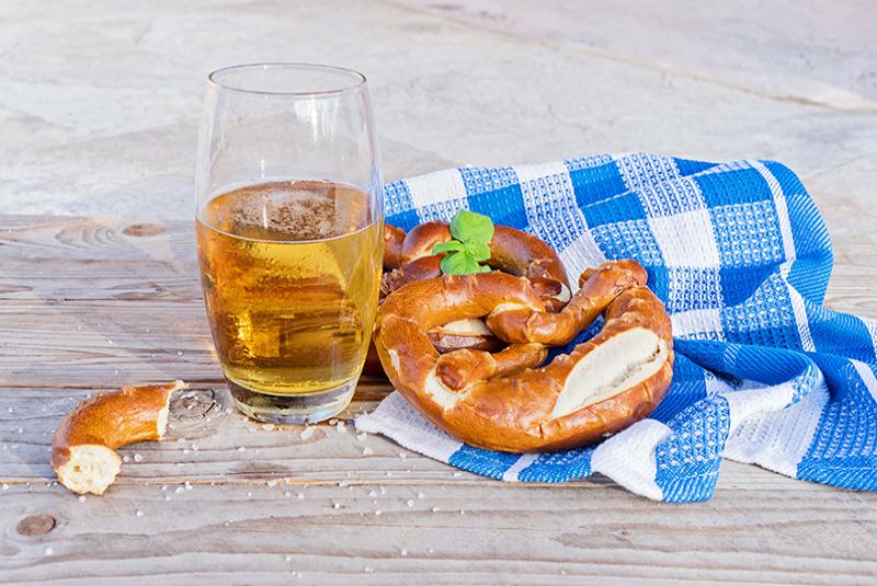 פרעצלים ובירה בחגיגות אוקטוברפס